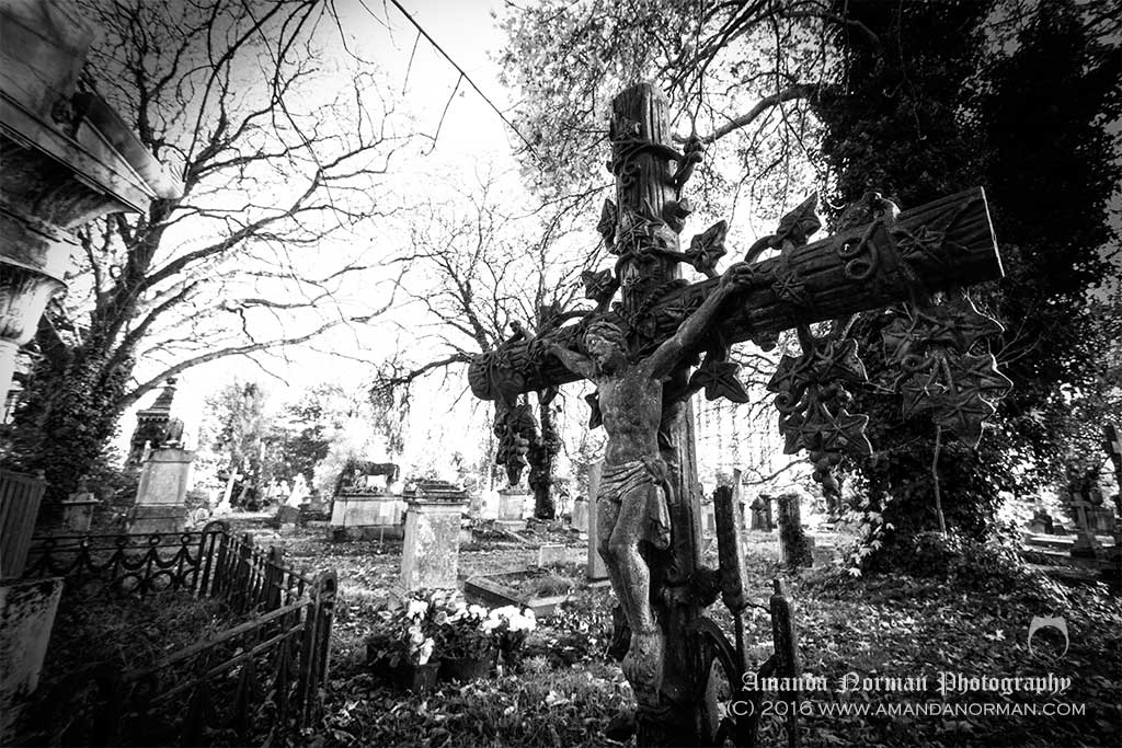 Crucifixion in Kensall Green Cemetery