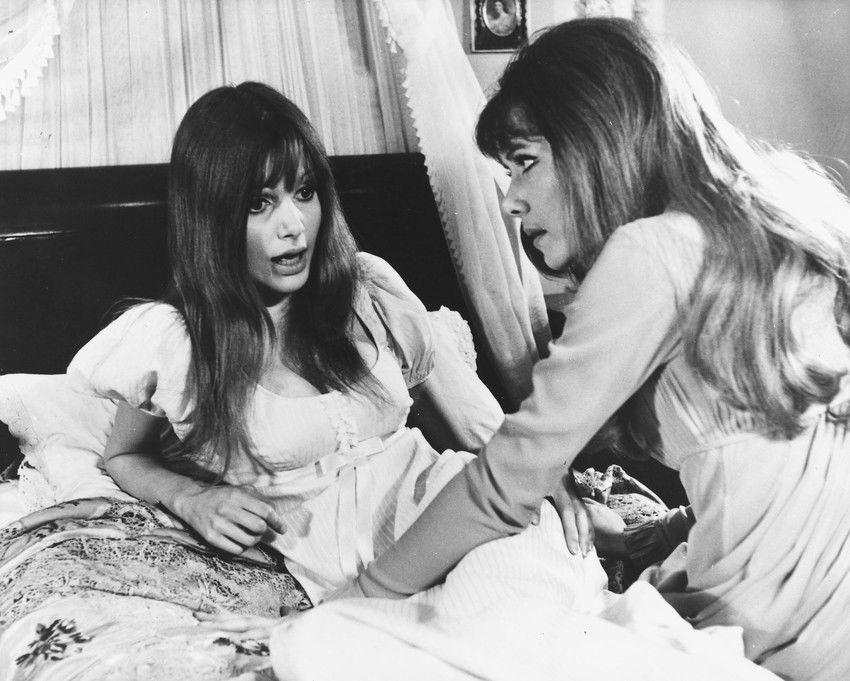 Madeline Smith with Ingrid Pitt in Vampire Lovers